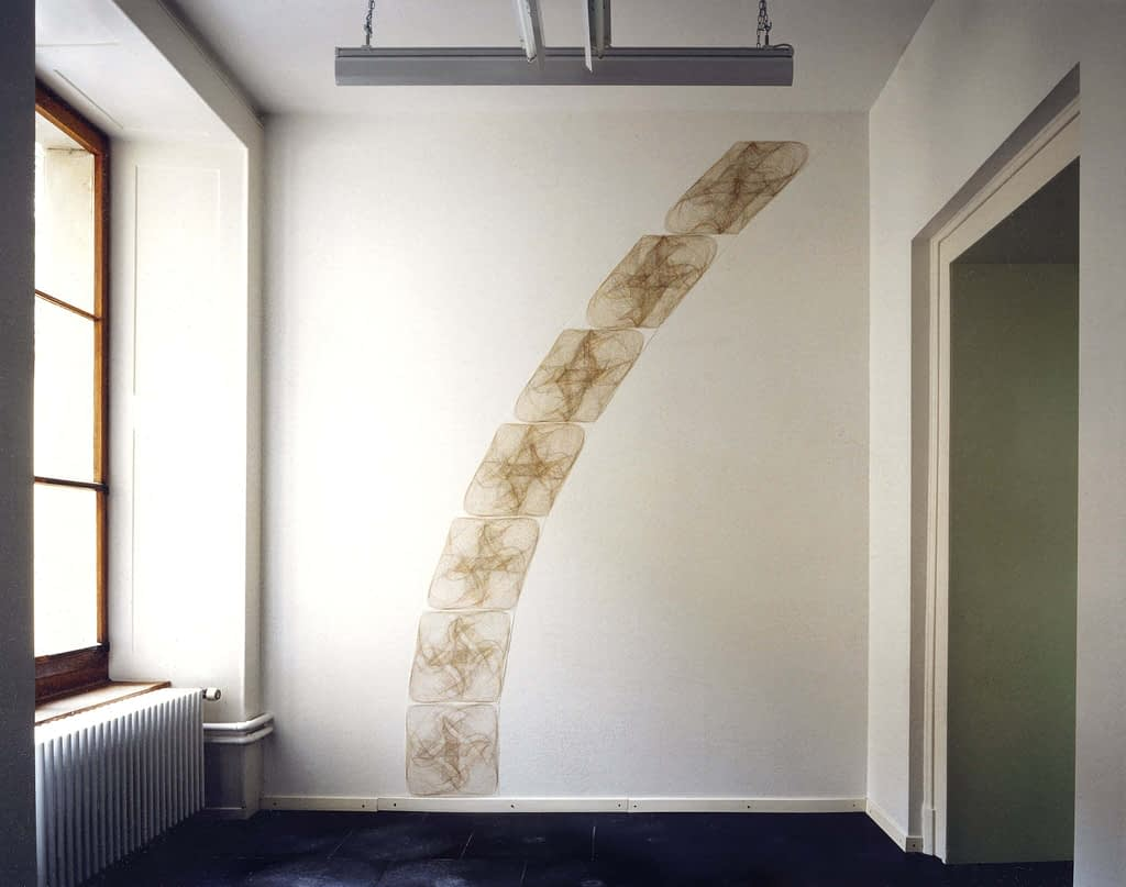 """Wechselklang III"", 1992, Farbstift auf Papier, 7-teilig, 294 x 160 cm Aufnahme: Centre Pasquart, Biel"