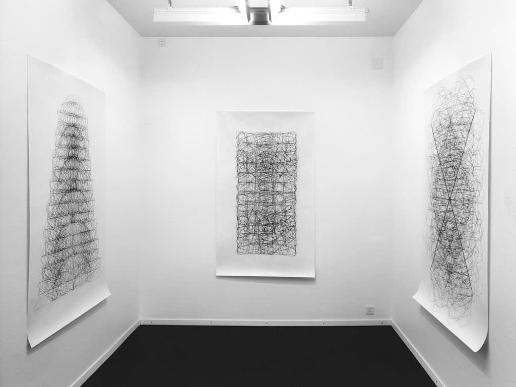 "Aus der Werkgruppe ""Tönende Steine"", 1991, Kohle auf Papier, je 175 x 105 cm Aufnahme: Centre Pasquart, Biel"