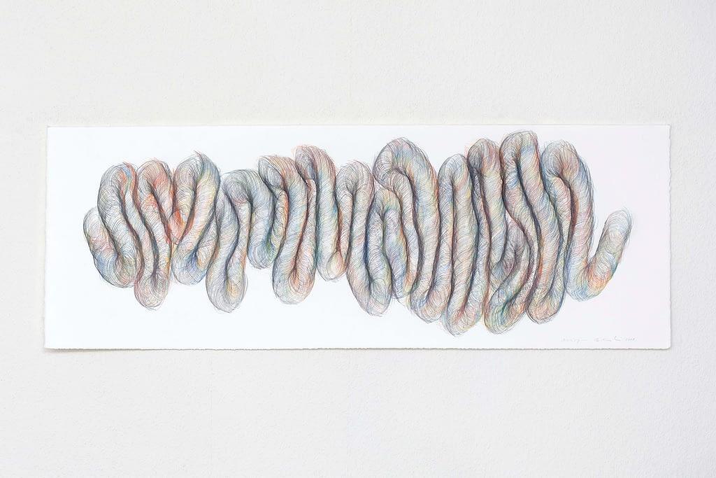 """Aus der Werkgruppe """"Indirekt"""", 2018, Farbstift und Bleistift auf Büttenpapier, 38 x 106 cm"""